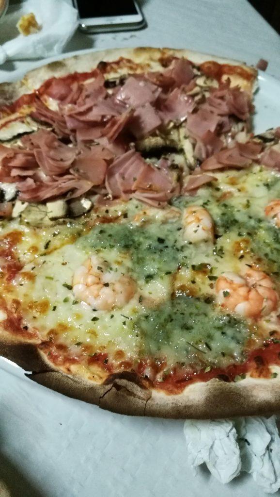 Pizza de roquefort , gambas, york y champiñones