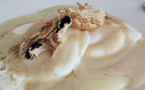 Parmentier con crema de boletus y huevo a baja temperatura en AOVE
